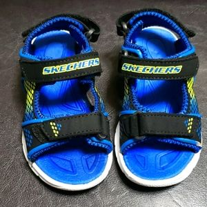 Toddlers size 9 light-up sandals